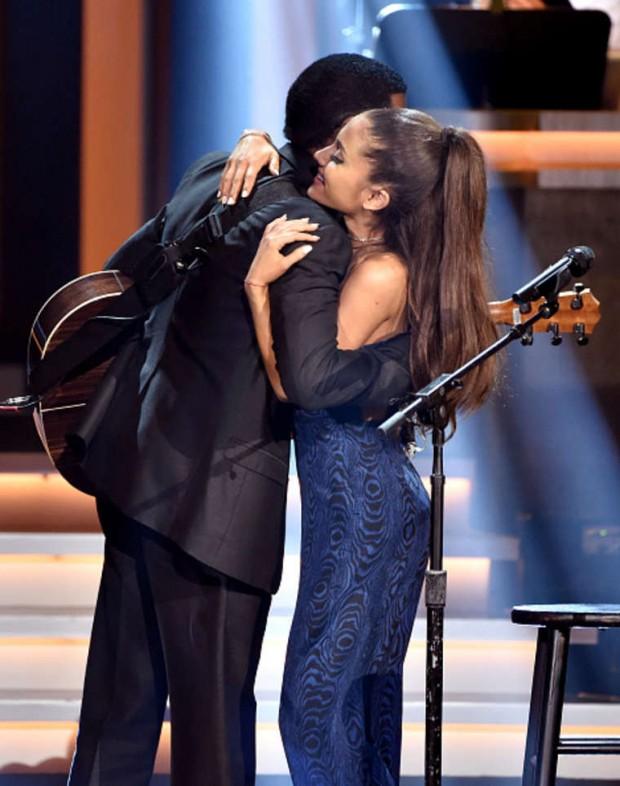 Steve Wonder y Ariana Grande